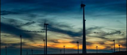 Windpark bei Nacht